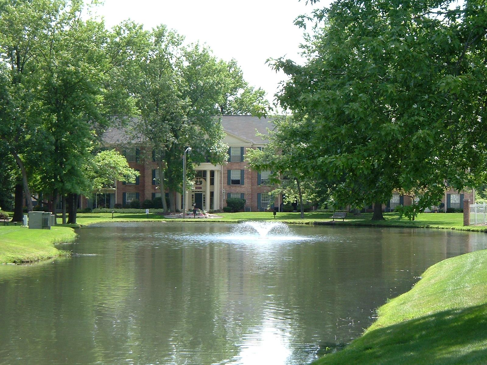 Fountain lake apartment association of fort wayne